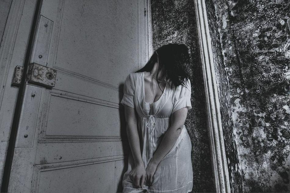 Le syndrome H... Urbanexploration Urbex Pretty Girl Model France Blackandwhite Beautiful Exploring Abandoned