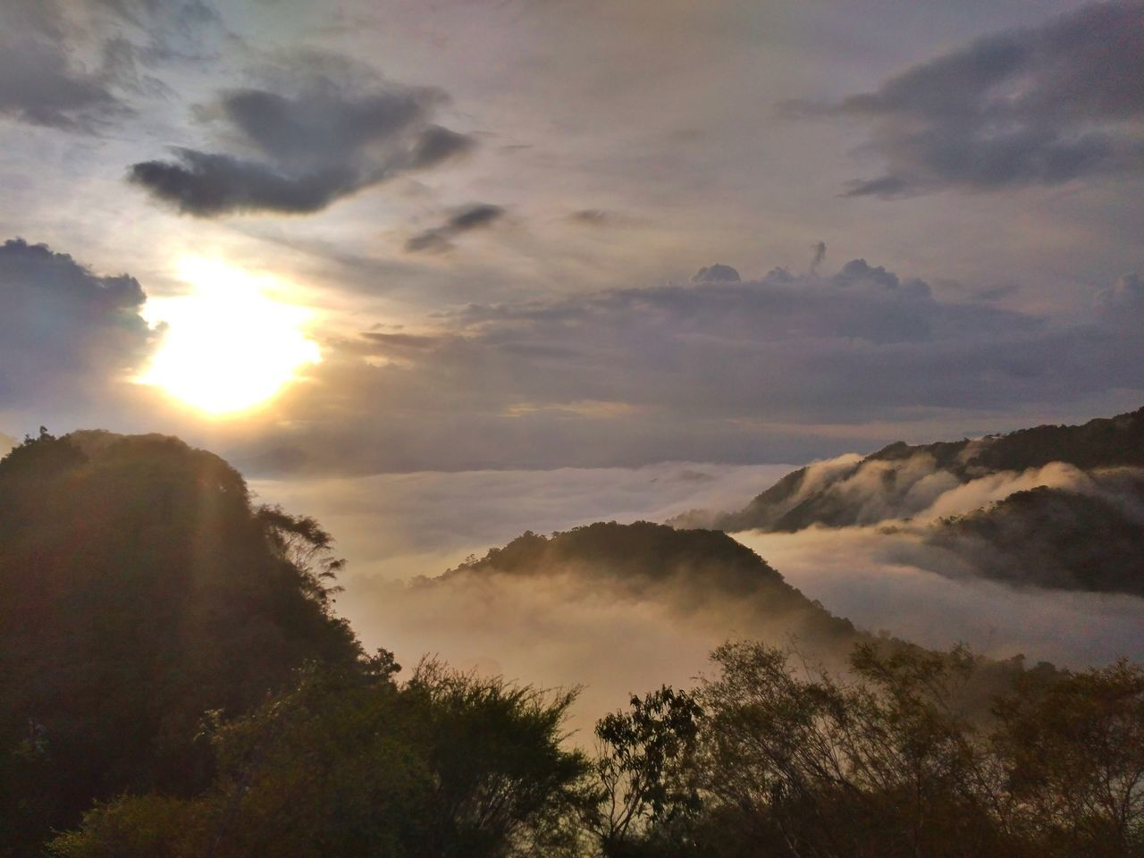 I love the sunrise 🌄 Sunbeam Cloud - Sky Nature Tree Sun Morning Gold Colored Landscape No People Fog Outdoors Sunlight Mountain Forest Beauty In Nature Sky Day Scenics Sunrise Gunungpulut Perak Darul Ridzuan, Malaysia