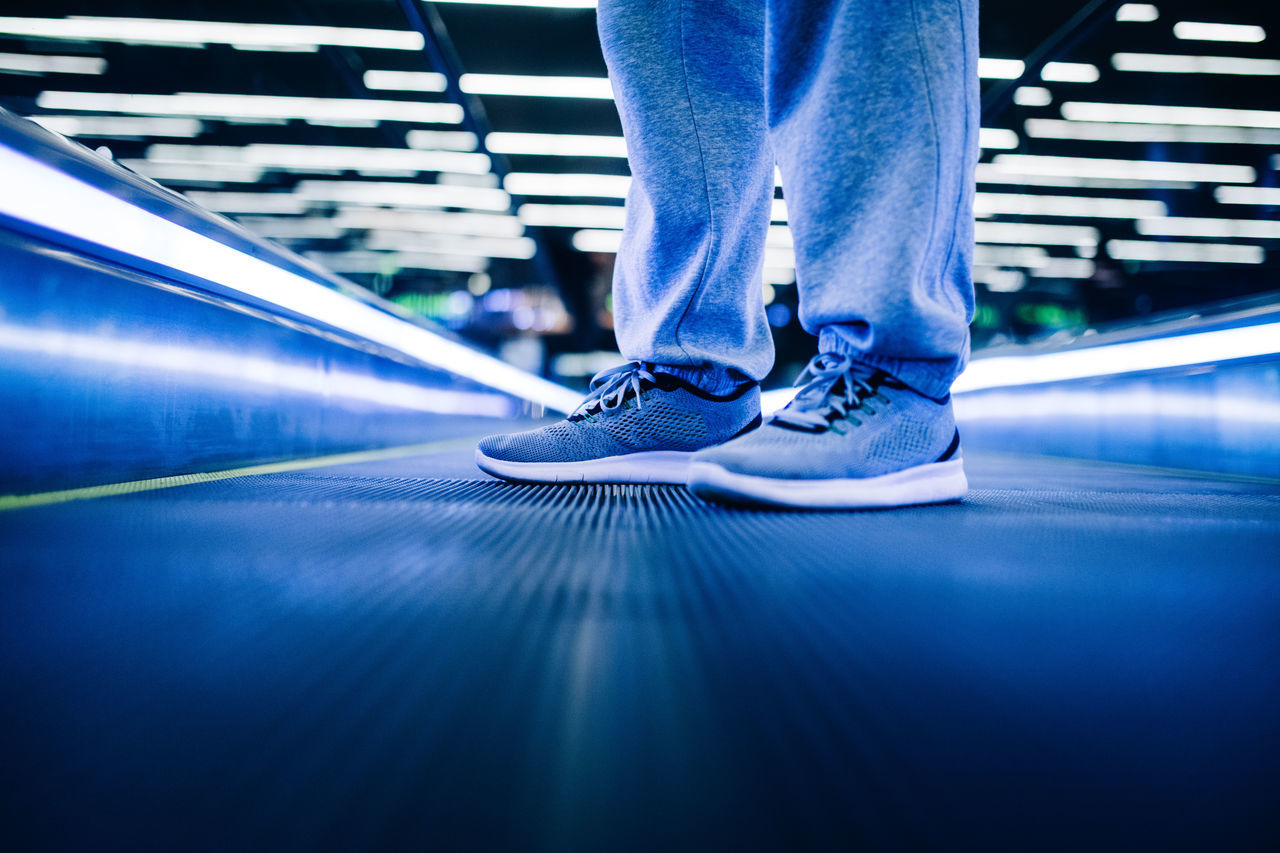 Escalator Fashion Foot Lights Man Out Of The Box Shoe Sneakers Standing Style Urban