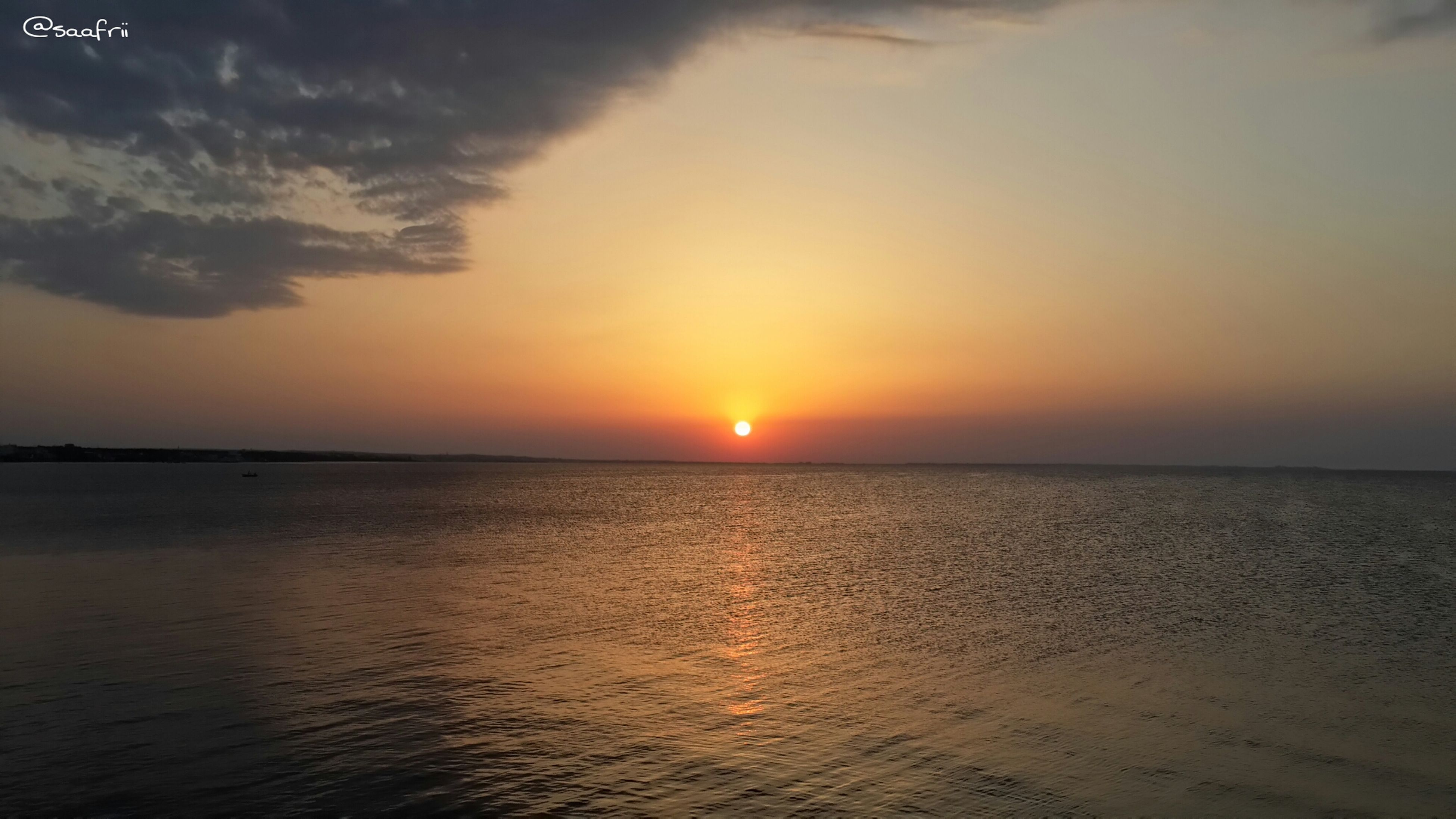 sunset, sea, water, tranquil scene, scenics, horizon over water, tranquility, beauty in nature, sun, sky, idyllic, nature, waterfront, orange color, reflection, rippled, seascape, outdoors, sunlight, no people
