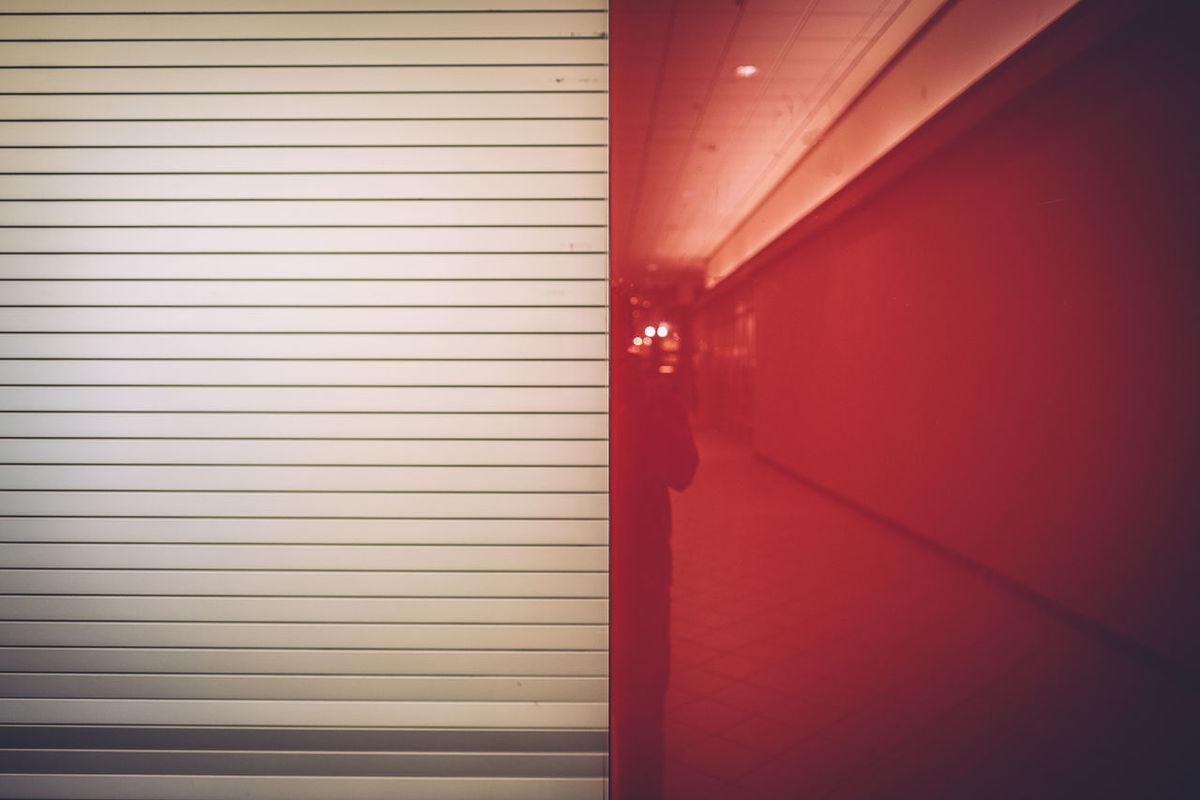 Door Inside Mall Red Wall Reflection Selfie Shopping Centre Vanishing Lines