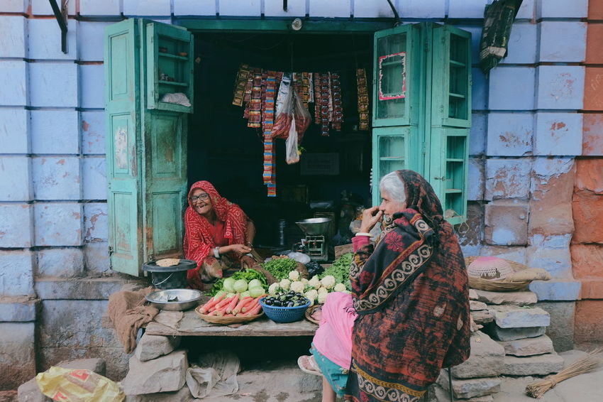Simple happiness in the Blue City (Jodhpur, India) Happiness India Travel Reflect Jodhpur Rajasthan Blue City Afternoon Streetphotography Real People Women Sari