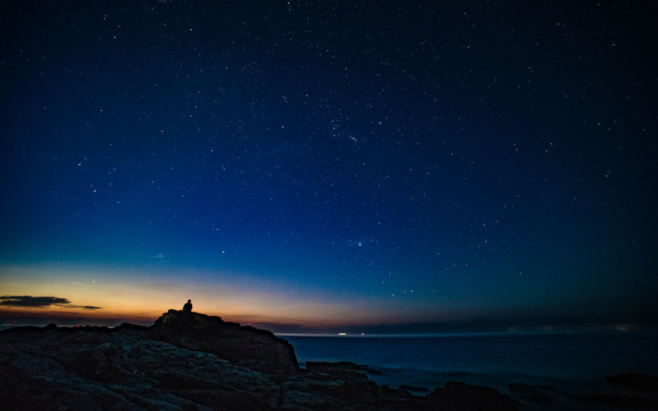 A photographer under the stars Astronomy Beauty In Nature C Desnuda La Piel Constellation Galaxy H C Photography Milky Way Nature Night Outdoors Photographer In The Shot Scenics Sea Sky Space Space And Astronomy Star - Space Star Field Yonghong