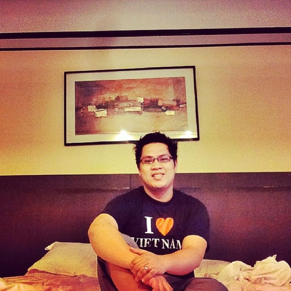 Throwback: took a selfie after a tiring long trip. Asianguy Sofitelmanila Sofitel Itsmorefuninthephilippines wowphilippines pinoy filipino