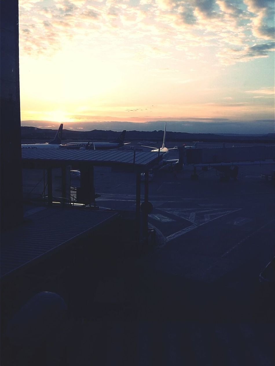 how cool its working in the airport!! good morning my homies! Madrid Beautiful Sunrise