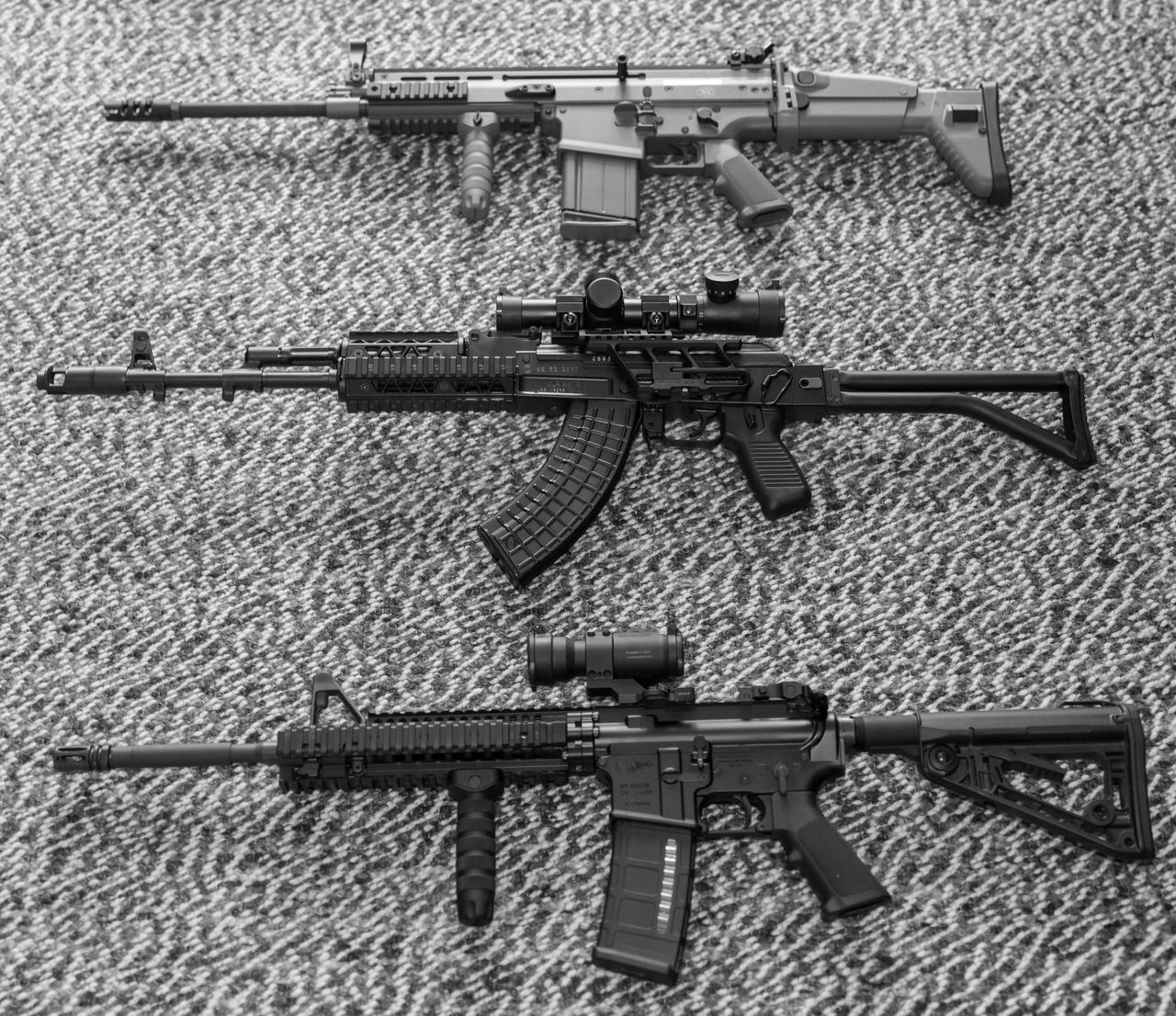AK-47 7.62x39 AR-15 M4 FN SCAR 17 Day Gun Military No People Outdoors Protection War Weapon