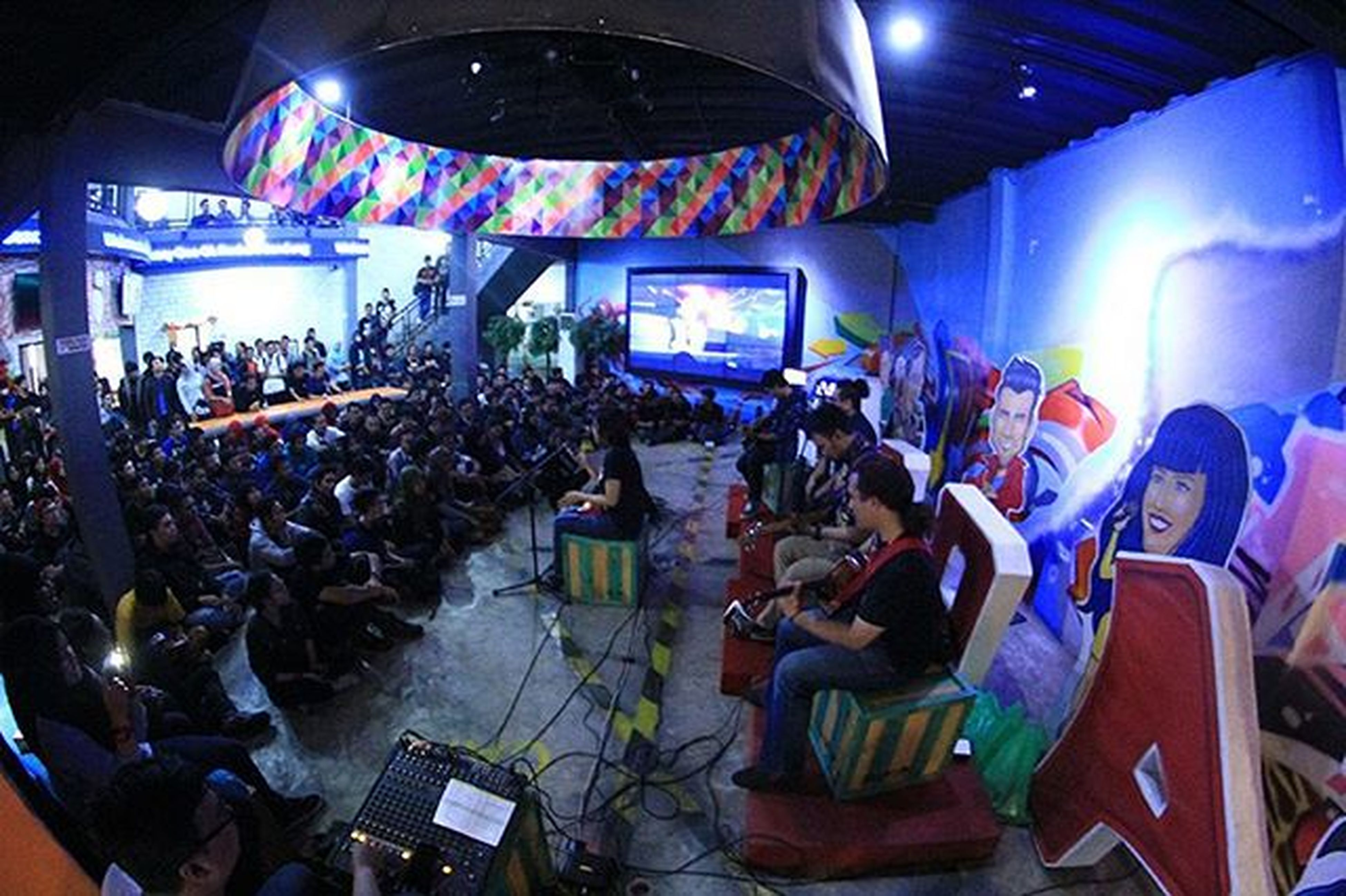Henohenomoheji (band) performance at One OK Rockers Bandung 3rd anniversary at loop station. I used 550D and borrowed fish eye lens from Yusuf Awwaludin. Stagesnap Harbhumsnap Oorb3rdanniversarry Band Gigs Performance Bandung Loopstation Music Musician Acoustic