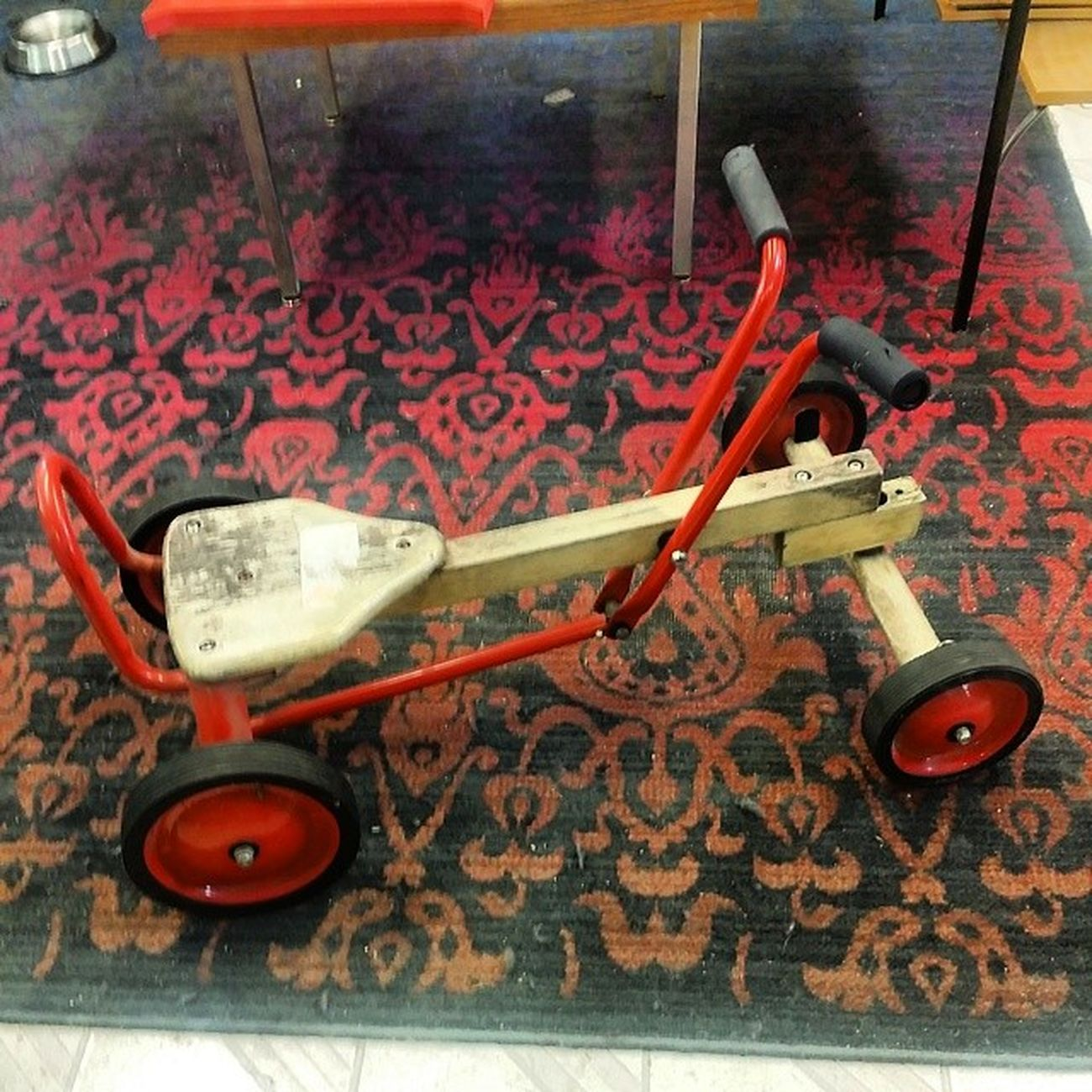 Looking for a fun vintage toy for the kiddos? Well check this wood arm cart out! Hingestore Homedecor Woodtoys Vintage