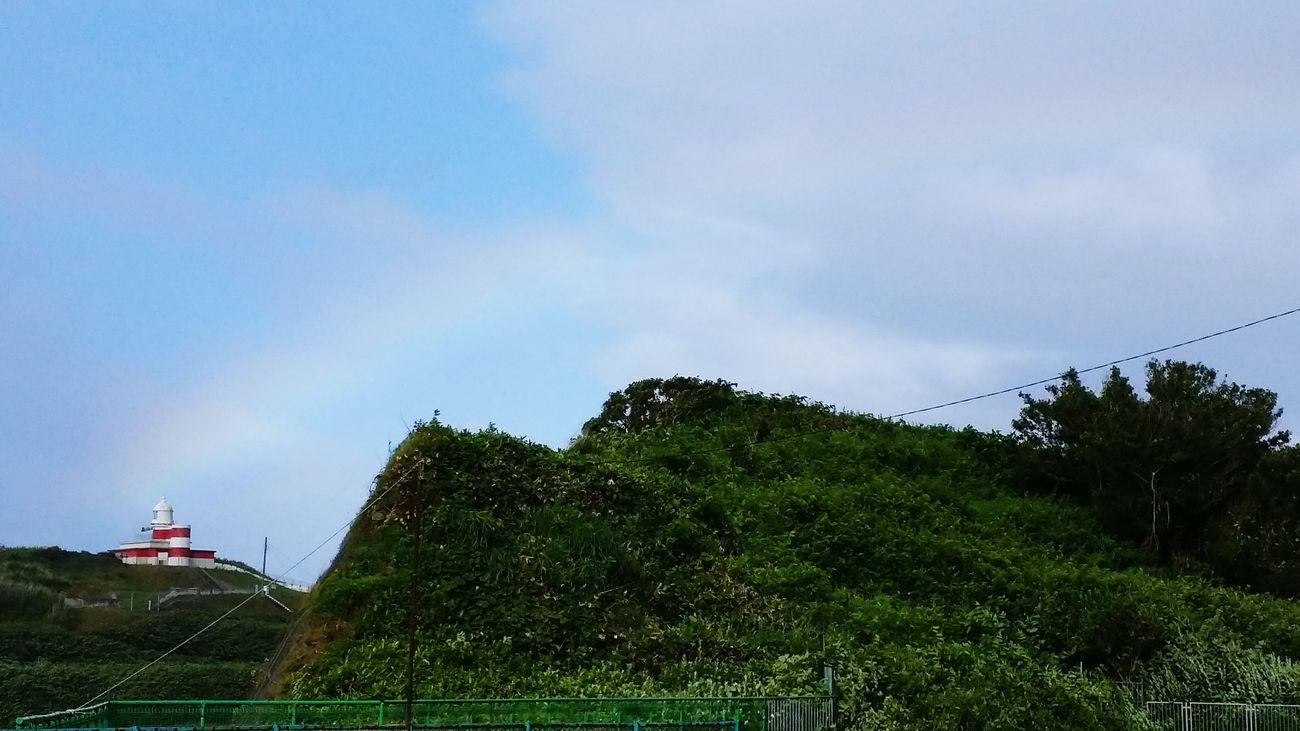 霧雨があがると虹が出ていました、色は薄いですが今年初の虹、Beautiful rainbowです(^^)