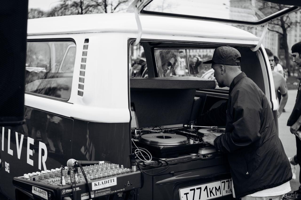 Men Day Land Vehicle EyeEm Streetphotography People Streets Photography Karpetsphoto EyeEm Best Shots BestEyeemShots Lifestyles EyeEmBestEdits Moscow Outdoors The Street Photographer - 2017 EyeEm Awards