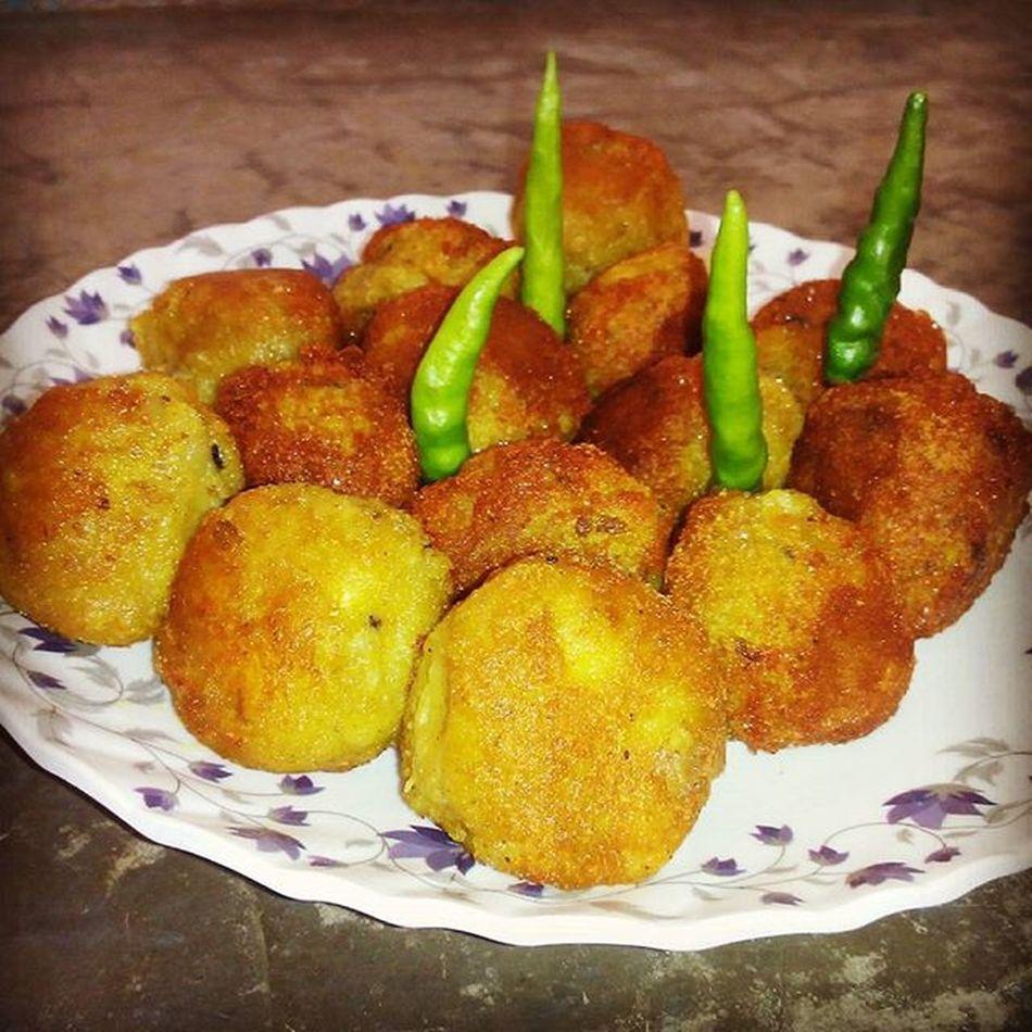 Fried Kela_Kofta with Green chilly... Ymmmiiii....
