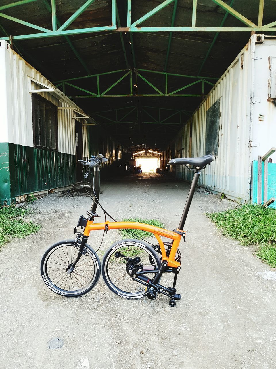 bicycle, transportation, mode of transport, built structure, architecture, land vehicle, stationary, parking, no people, day, bicycle rack, outdoors