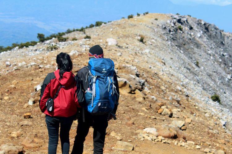 Standby me... Mountains Hikking Enjoying Life Couple Romance First Eyeem Photo