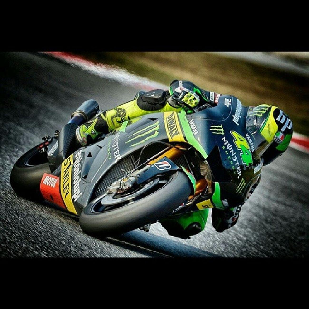 Fotón de @polespargaro Motogp Tech3 Yamaha Sepang 2014
