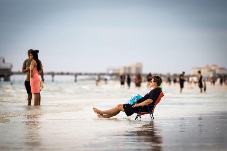 Sommergefühle Beach Water Focus On Foreground Sand Full Length People Sea Young Adult Leisure Activity Sitting Sky sunset Sunset Sundown
