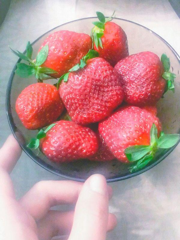 Relaxing Enjoying Life Hello World OpenEdit Saint_P Foodporn Strawberries Yummy Follow Me