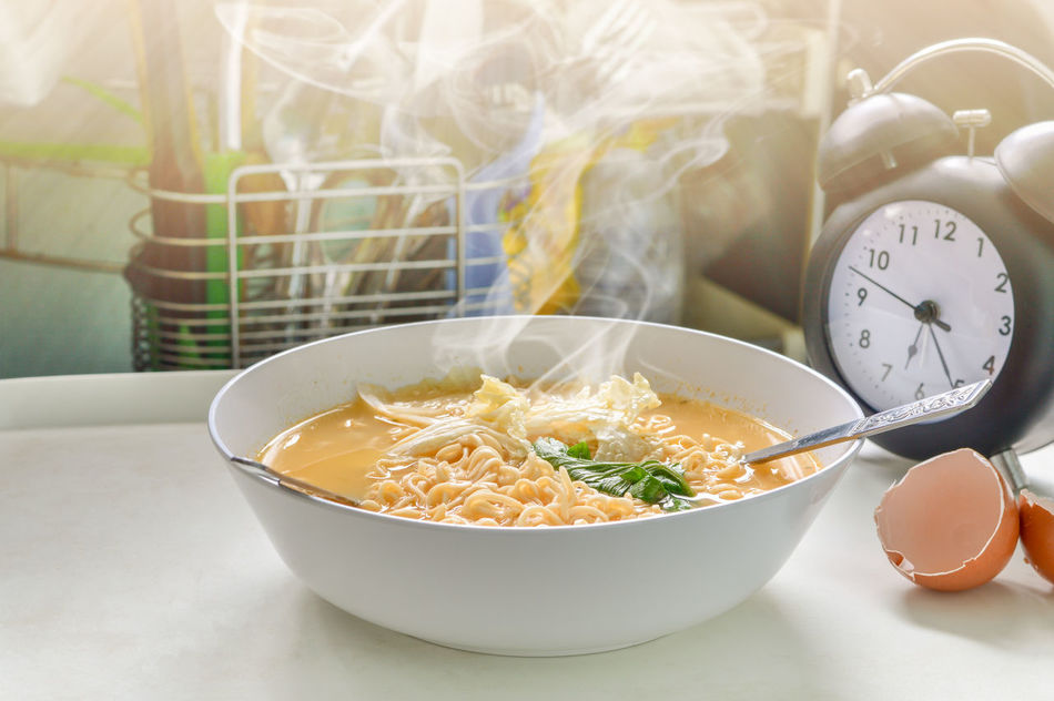 Hot noodle and smoke with clock set waiting Bowl Close-up Day Food Food And Drink Freshness Healthy Eating Indoors  No People Ready-to-eat Table