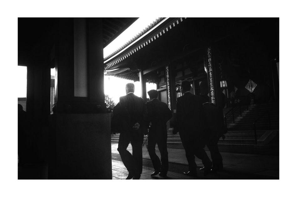 FouR MeN in BLACK Streetphotography Streetphoto_bw Blackandwhite