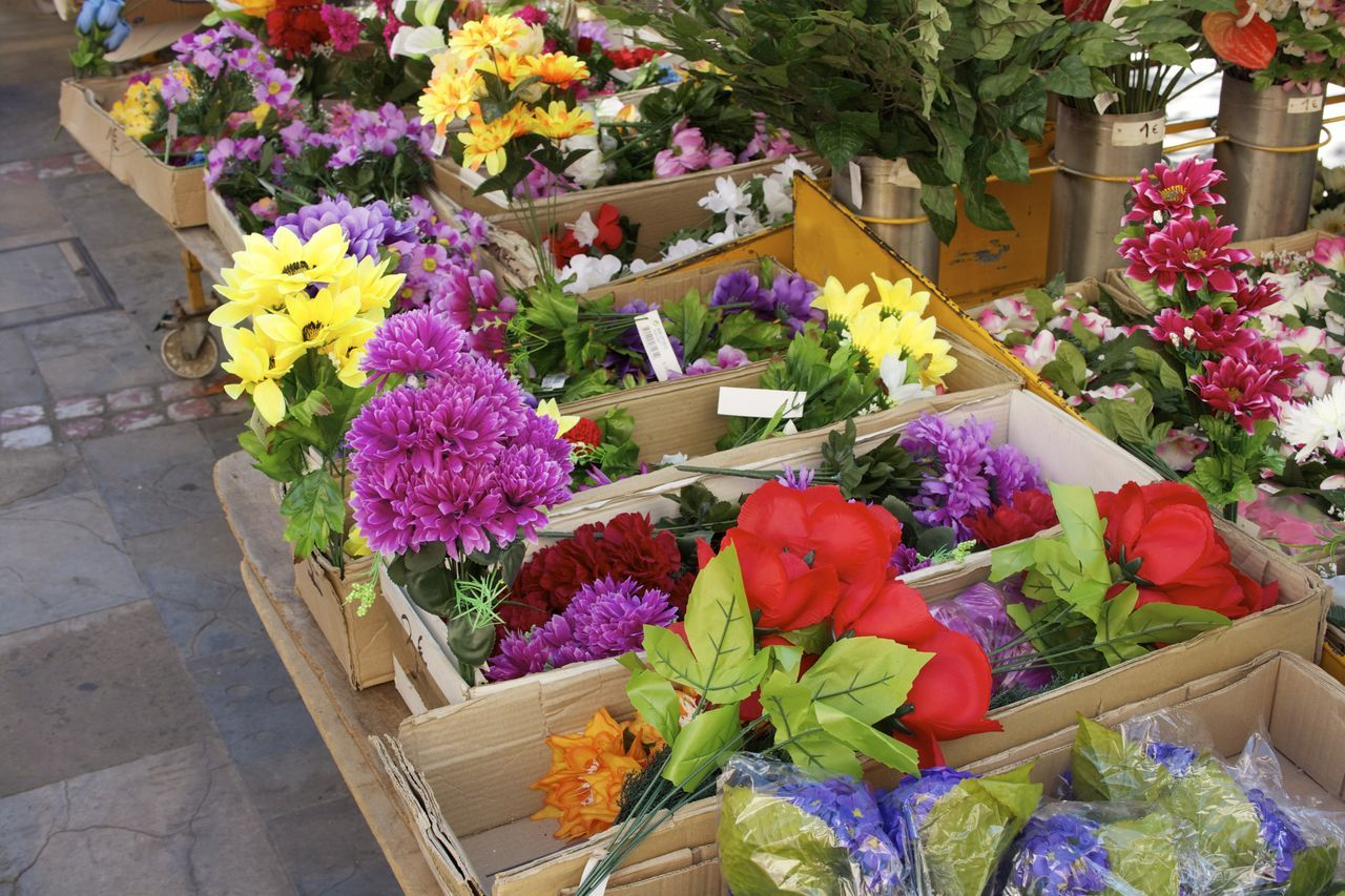 Adult Adults Only Beauty In Nature Bouquet Business City Day Florist Flower Flower Arrangement Flower Head Flower Market Flower Shop Fragility Freshness Gift Market Multi Colored Nature Outdoors People Springtime Summer Variation