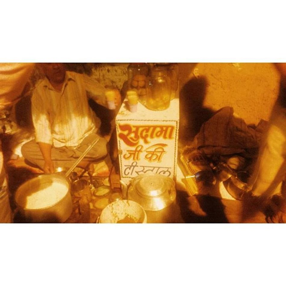 This tea stall in North Campus serves delectable Chai. Visiting it today rekindled many old memories. Sudama ji makes you feel at home with his welcoming smile. Students can be seen queuing up to get their hands on their cup of tea, bolstered with love. Tea spots such as these are a common feature of North Campus. Happy Talking! x Chai Tea NorthCampus Delhiuniversity Delhi India Indiapictures Sodelhi Delhidiaries Indiagram Street Streetsofdelhi Ig_Delhi Ig_india Dilli Dillimerijaan Vscoindia Vscophile Chaayos The_hatke