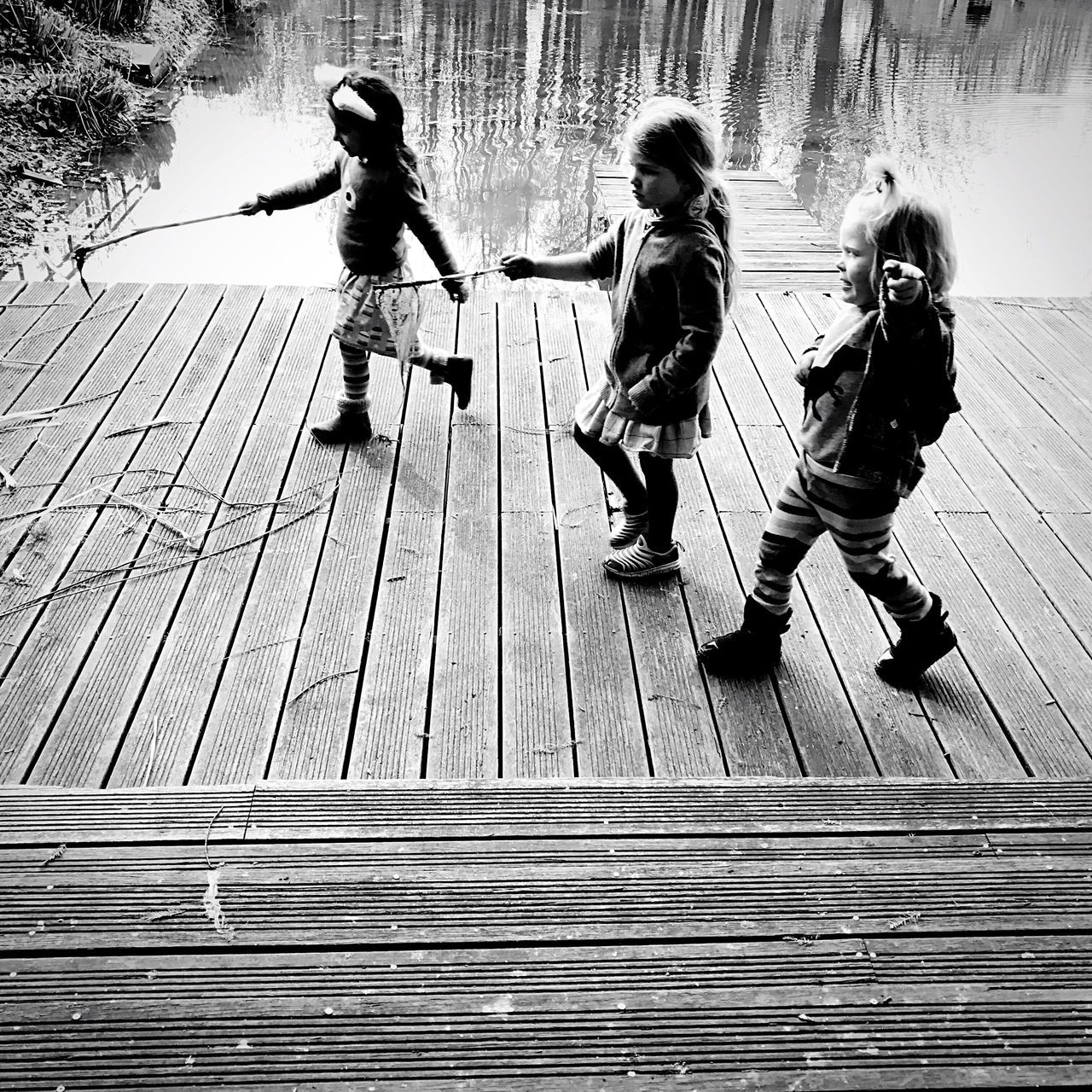 full length, girls, childhood, three people, child, day, togetherness, real people, outdoors, leisure activity, boys, friendship, people, adult