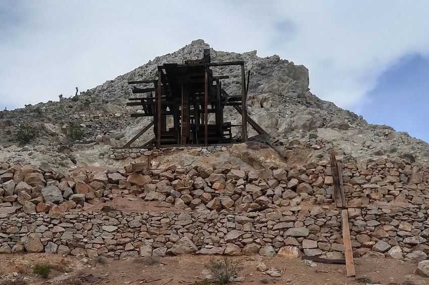 Gold Mine The Oaks Trails Photos The Oakstrails Photos Oakstrails Photos Eyem Best Shots EyeEmNewHere History Landscape Cloud - Sky Sky Outdoors Mountain No People Mine Headframe Gold Mining Mine Shaft Antique Mine Old Mineworks Gold & Silver Mine Historical Mine Wood Headframe Wood Rocks Gold Long Goodbye The Week On EyeEm Lost In The Landscape Been There. Done That.