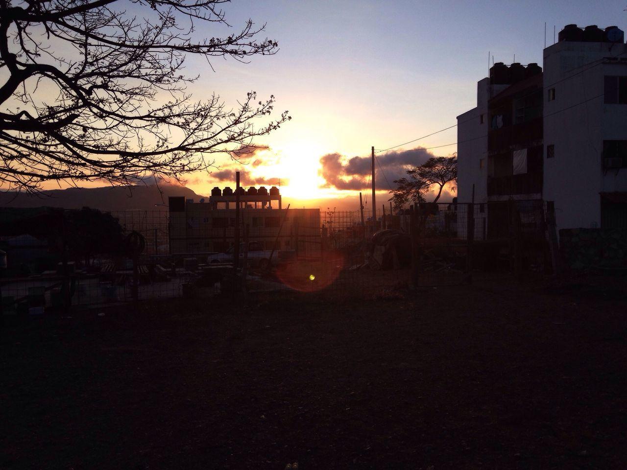 """""""Salto de la antena al tinaco y meto dentro de 1 saco toda mi pena..."""" ::La Lengua:: Streetphotography IPhoneography Urban@ndante"""