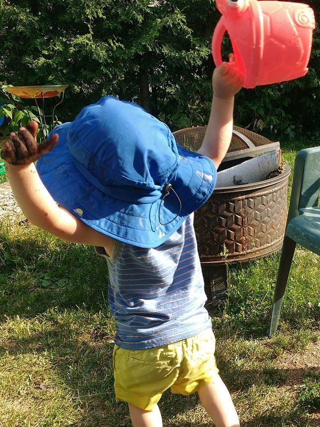 Somebody is having fun. Person Child Playing Outside Watercan Toy Funny Moments Son Eye4photography  Popular EyeEm Best Shots Hat Excited Enjoying Life Eyeem Collection Popular Photos Outdoors EyeEm Gallery Canada Coast To Coast People And Places