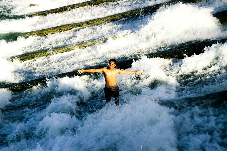 Freedom like water flowing Youth Of Today TheWeekoneyem Best Eyeem Photo ShowerTime River View Outdoor Photography Hanging Out Freelance Life