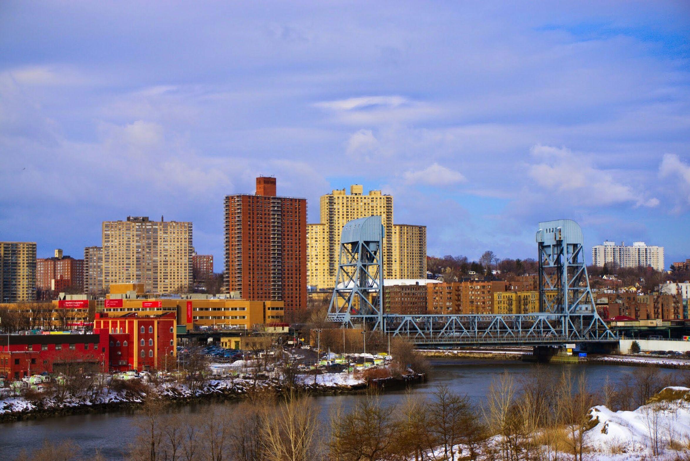 Broadway Bridge connecting Manhattan and the Bronx, crosses over the Harlem River. Bronx Manhattan NYC Bridge Harlemriver Mta
