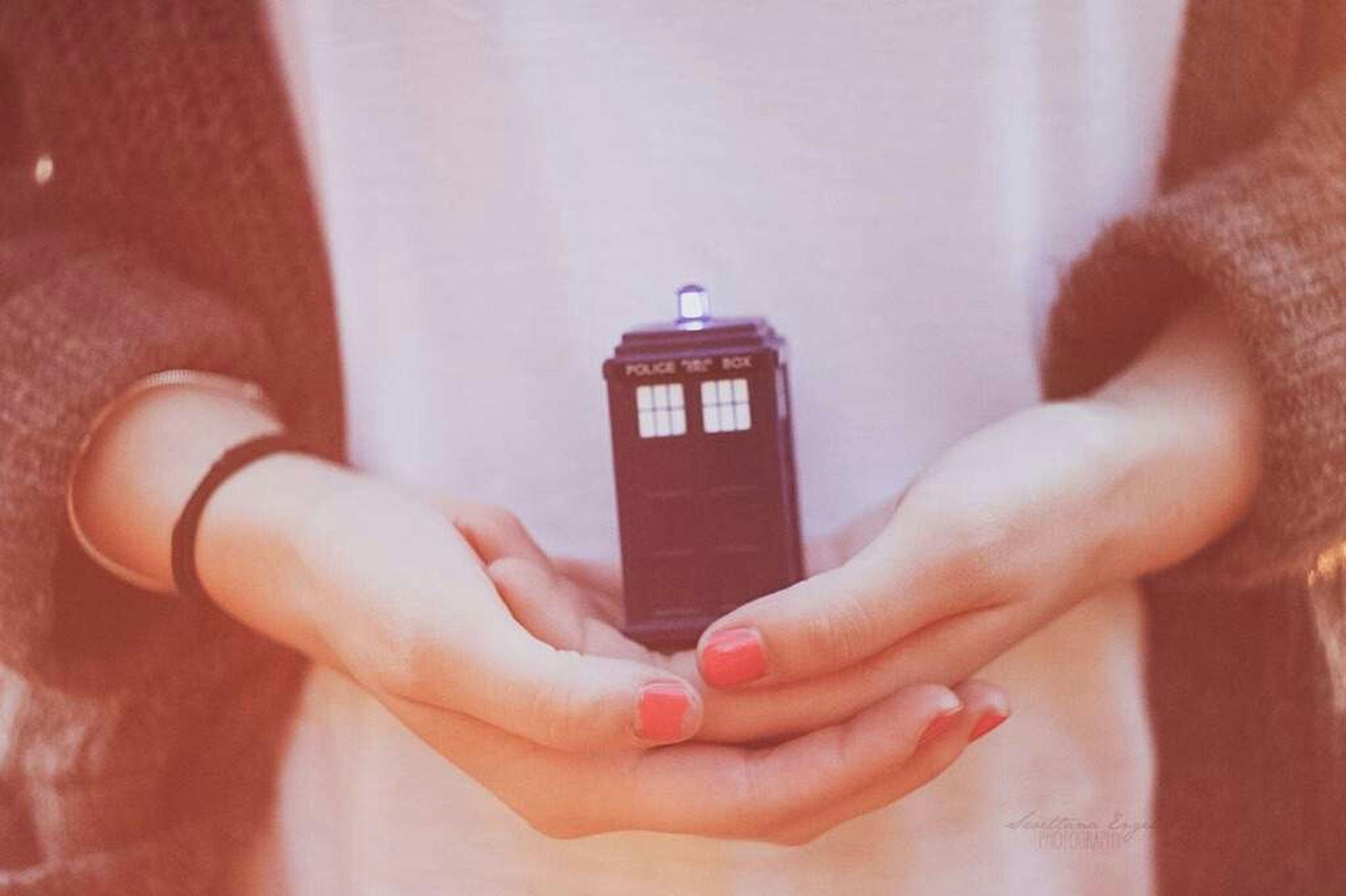 Da war ich mit meiner Freundin bei meiner Tante in Warnitz.. Und da wir beide riesen Doctor Who Fans sind, entstand dieses Bild mit mir und der Tardis :) First Eyeem Photo