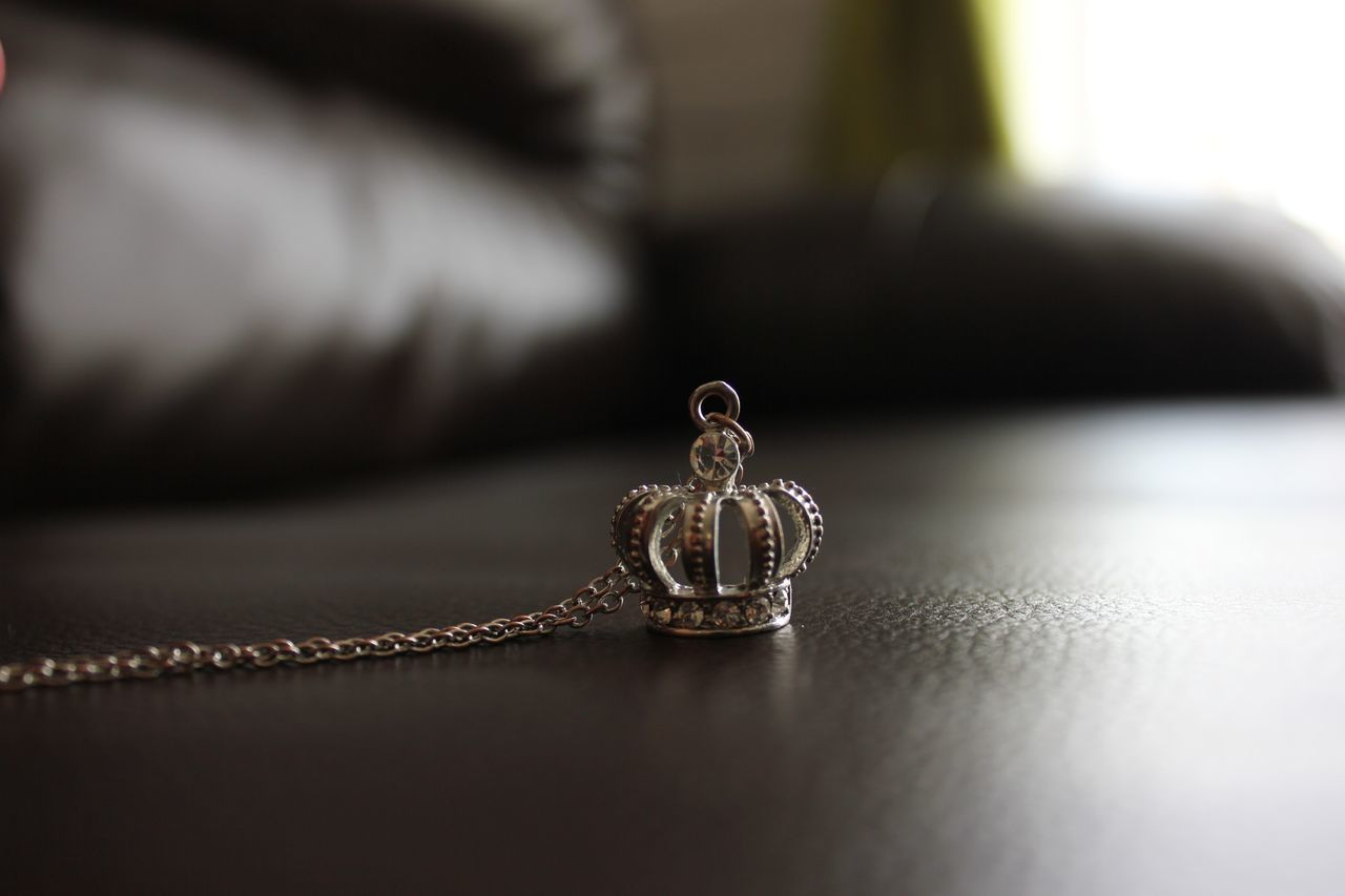 Queen Necklace Gold Taking Photos Relaxing Enjoying Life No Filter