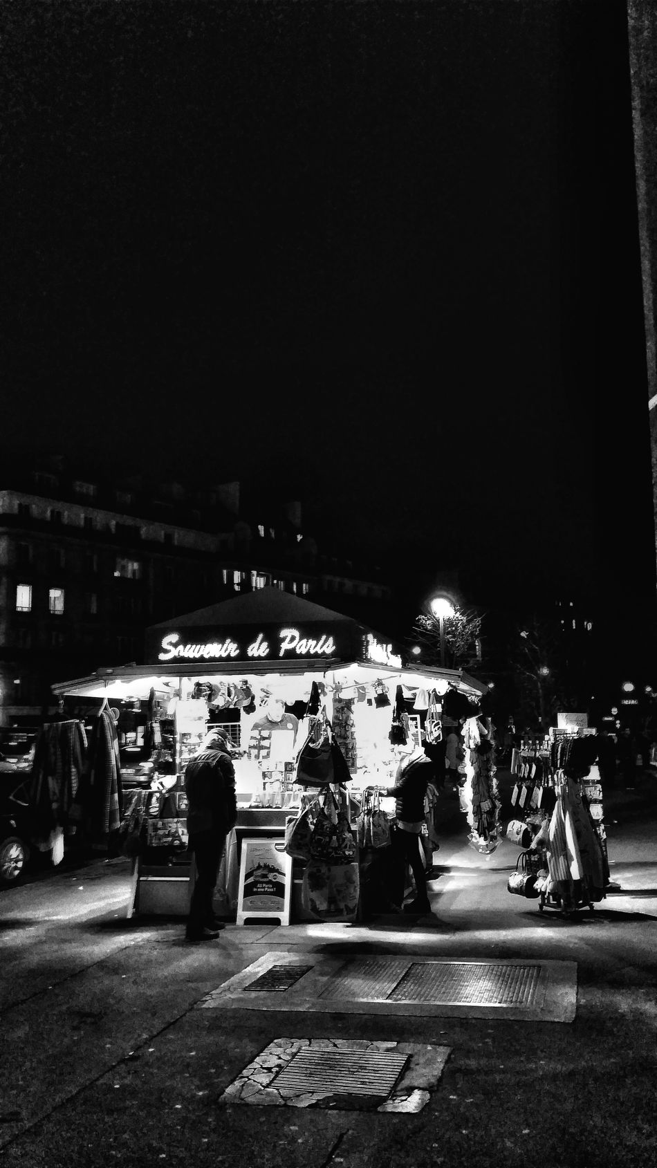 Night Real People City Built Structure Illuminated Architecture Adults Only People Travel Destinations Paris ❤ City Life Capture The Moment People Of EyeEm City Street People Walking  Samsung Galaxy S5 From My Point Of View. Blackandwhite Photography Blackandwhite Black And White Scenics Architecture Silhouette Tour Eiffel Black And White