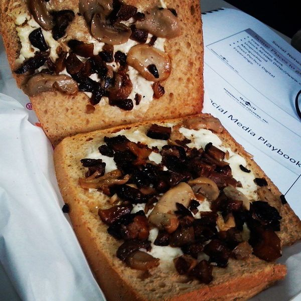 Dear Dunkin'Donuts, Your Mushroom Madness tastes great! However, serving is on a stingy side... :( Bitin Sarapsana