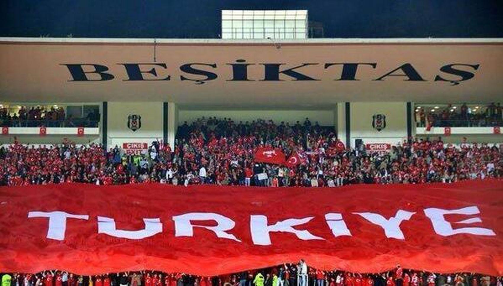 Bu ülke Vatan Millet Cumhuriyet Birlikberaberlik te gözü olanın hainlik yapan 7 den 70 e kim varsa KIZ BACISINI SİKİYİM Orospucocukları şehitlerölmez Vatanbölünmez Türkiye
