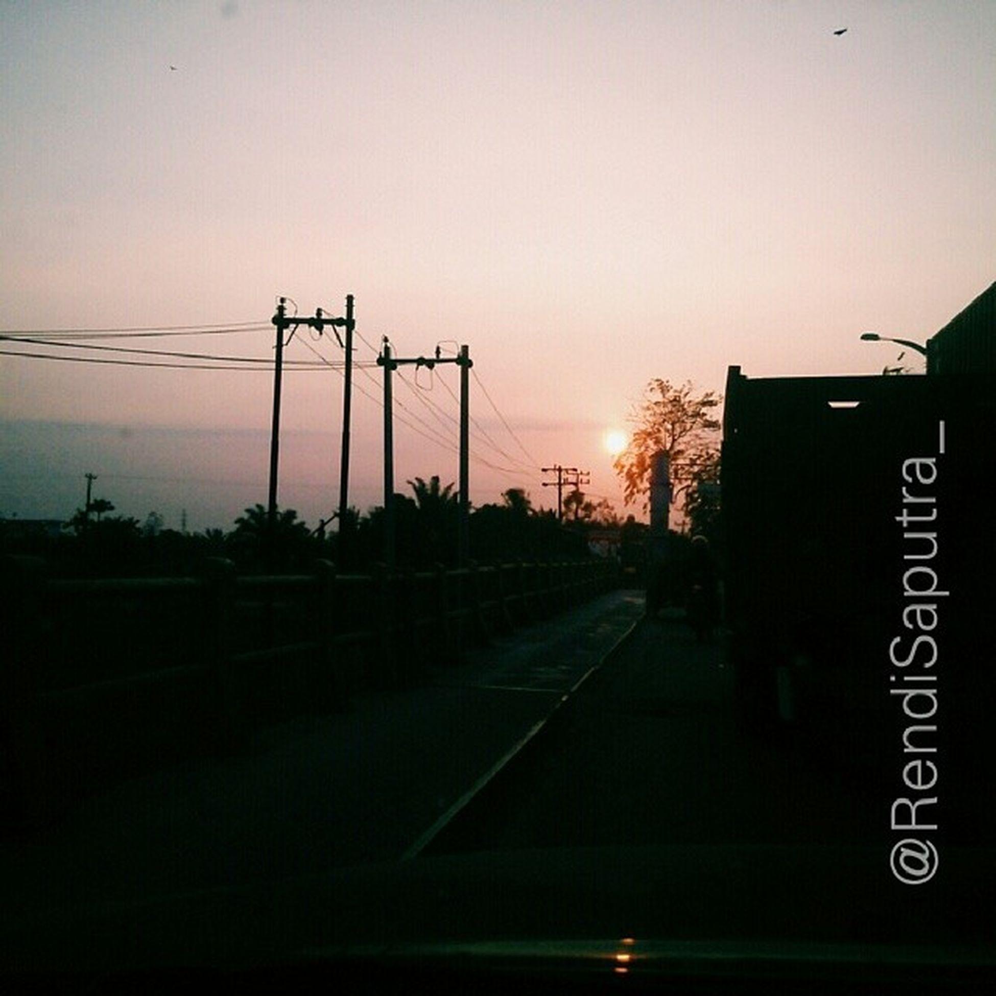 Senja sore ini. NegeriSejutaSenja Phoneograph Instanusantaramdn Instanusantara Indonesia Regram Instaphoto Sunset GadgetPhotograph Phoneograph Ori
