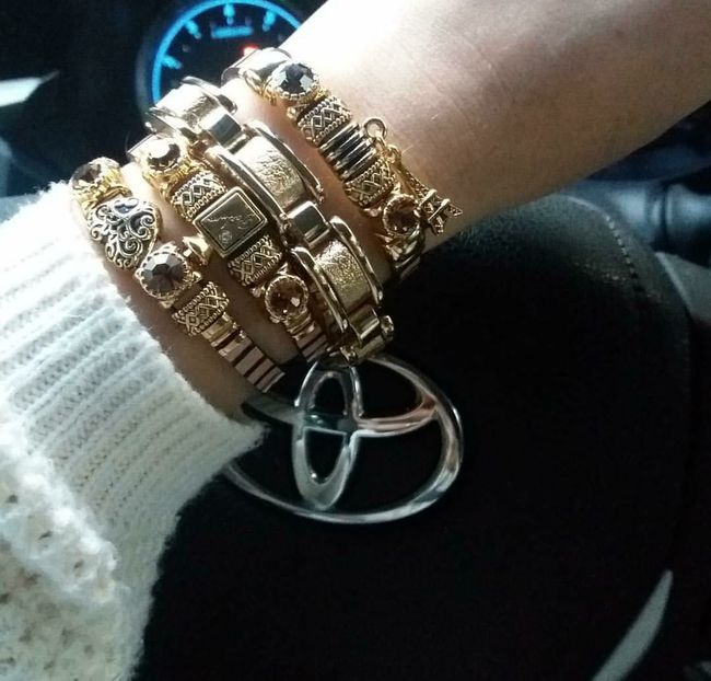 Thats Me  MyFavorite  Bracelets✨ Ilovejewelry And Firearms Alone In The City  Finishedwork Cold Winter ❄⛄ EyeEm Gallery Myworld Samsungs7edge Lovetoyota Lovephotography  Relaxing Time Drive By Shooting Drive Home Drive Time Lovemylife♥ Followme Woman Power LoveMyWork Lovemylife