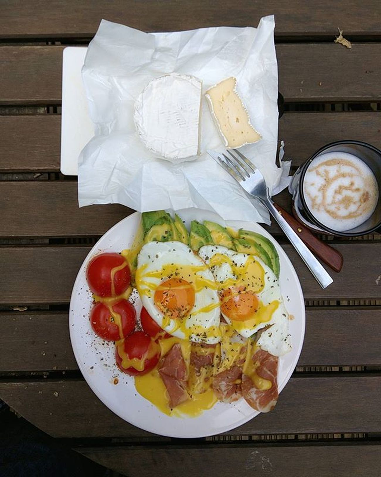 Perfect breakfast after a Saturday night out, right outside in my garden. Enjoying the last sunny mornings in London while I can! - Homemade latte - Brie cheese from the lake district - Homemade mayonnaise - Prosciutto di Parma - Avocado - Eggs - Grilled organic tomatoes - Seasoned with oregano and black pepper Breakfast Outside Green Delicious Organic Organicfood Eggs Tomatos Homemade Homemadefood Yummy Avocado Grilledtomato Prosciutto Healthy Food Foodorgasm Fitfood Goodfood Fuel Protain Avolove Homemadelatte Cheese Brie morning london foodgasm