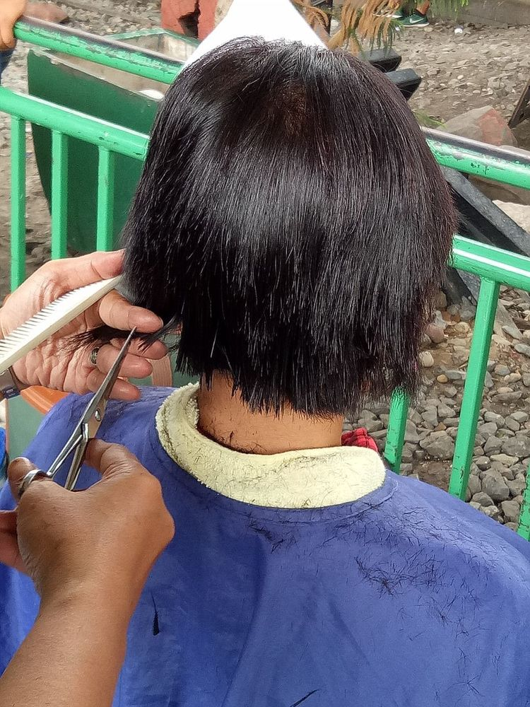 Outdoors Day Close-up Real People People Human Hand Human Body Part Student Thailand Skill  Haricut Skill  Lifestyles Hair Style Working Two People Hairstyle