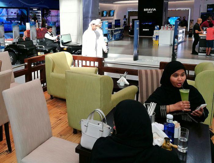 Dubai Dubai Mall Caffè Lunch Time Arabs Arabs Dress Arabic Style Indoors  People Sitting Women Mens Womens Fashion Mens Fashion Closes