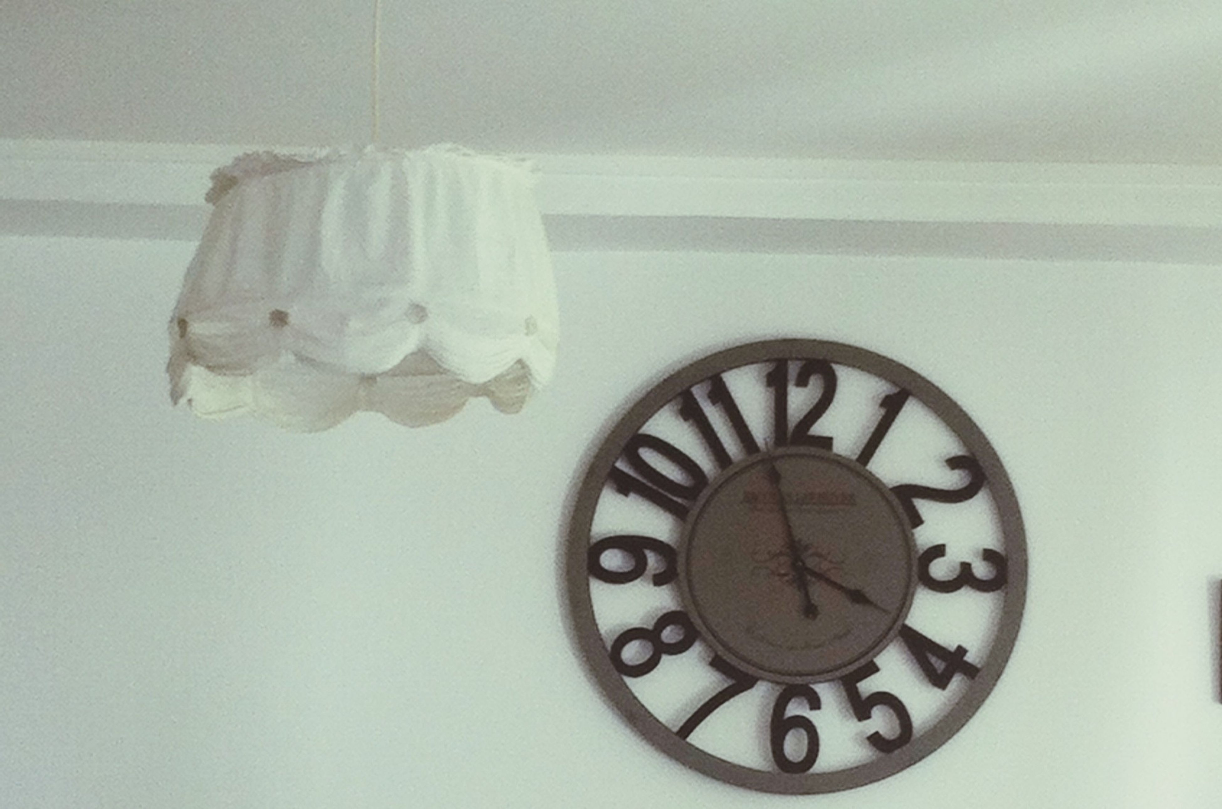 indoors, still life, wall - building feature, table, close-up, home interior, no people, old-fashioned, clock, white color, high angle view, domestic bathroom, single object, bathroom, wall, directly above, technology, time, metal, circle