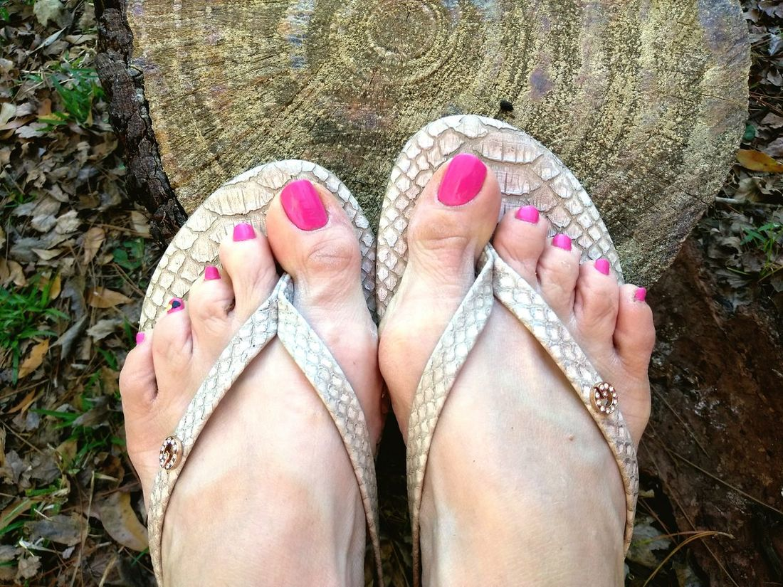 Guess Flip Flops Pink Nail Polish Foot Fetish Feet This Little Piggy Flip-flop Outdoors People Women Women Of EyeEm 10 All 10 Toes A Mile In My Shoes Walk Like An Egyptian Transportation Break Time Feet Up Relaxing Women Around The World Millennial Pink Flying High Selected For Premium EyeEm Diversity TCPM