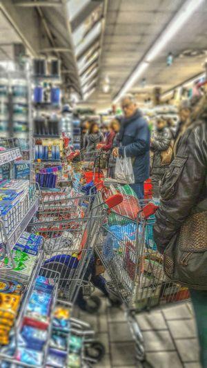 Embrace Urban Life When ShoppingCarts Own You Quando I Carrelli Della Spesa Ci Possiedono Fun Stressfull Life I Wanna Go First Vita Stressante Voglio Andare Prima