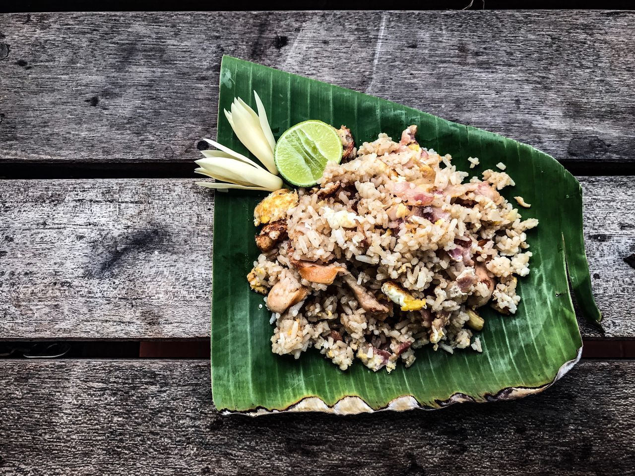 freshness, no people, food, healthy eating, vegetable, food and drink, plate, wood - material, banana leaf, green color, leaf, indoors, ready-to-eat, day, close-up