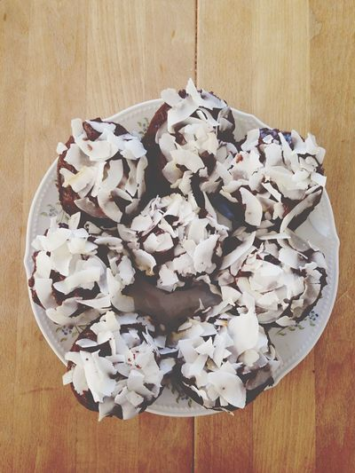 Coconut Cupcakes Food Sweets Chocolate Chocolate-coconut Cupcakes Chocolate-coconut Table Wood Wooden