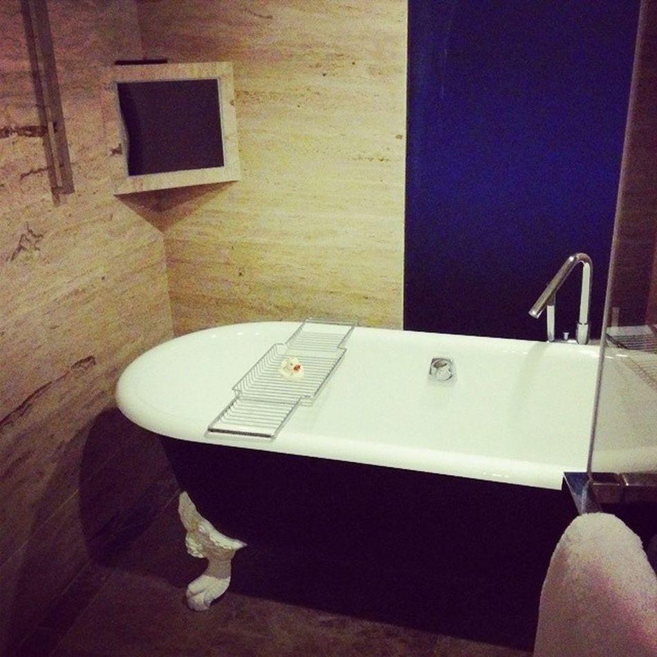 Hiltonhotel Beijing TVinthebathroom