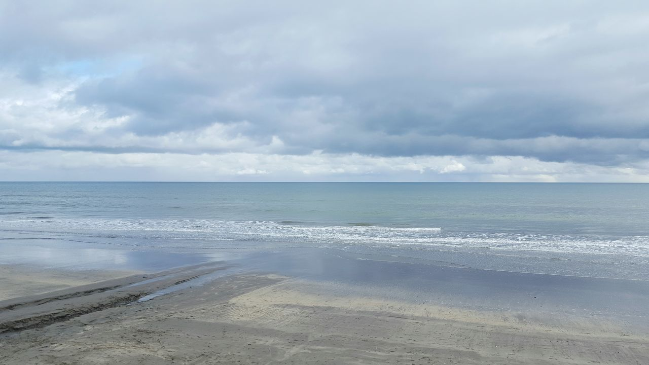 sea, water, nature, beauty in nature, horizon over water, sky, scenics, tranquility, tranquil scene, beach, day, outdoors, cloud - sky, no people, sand, wave