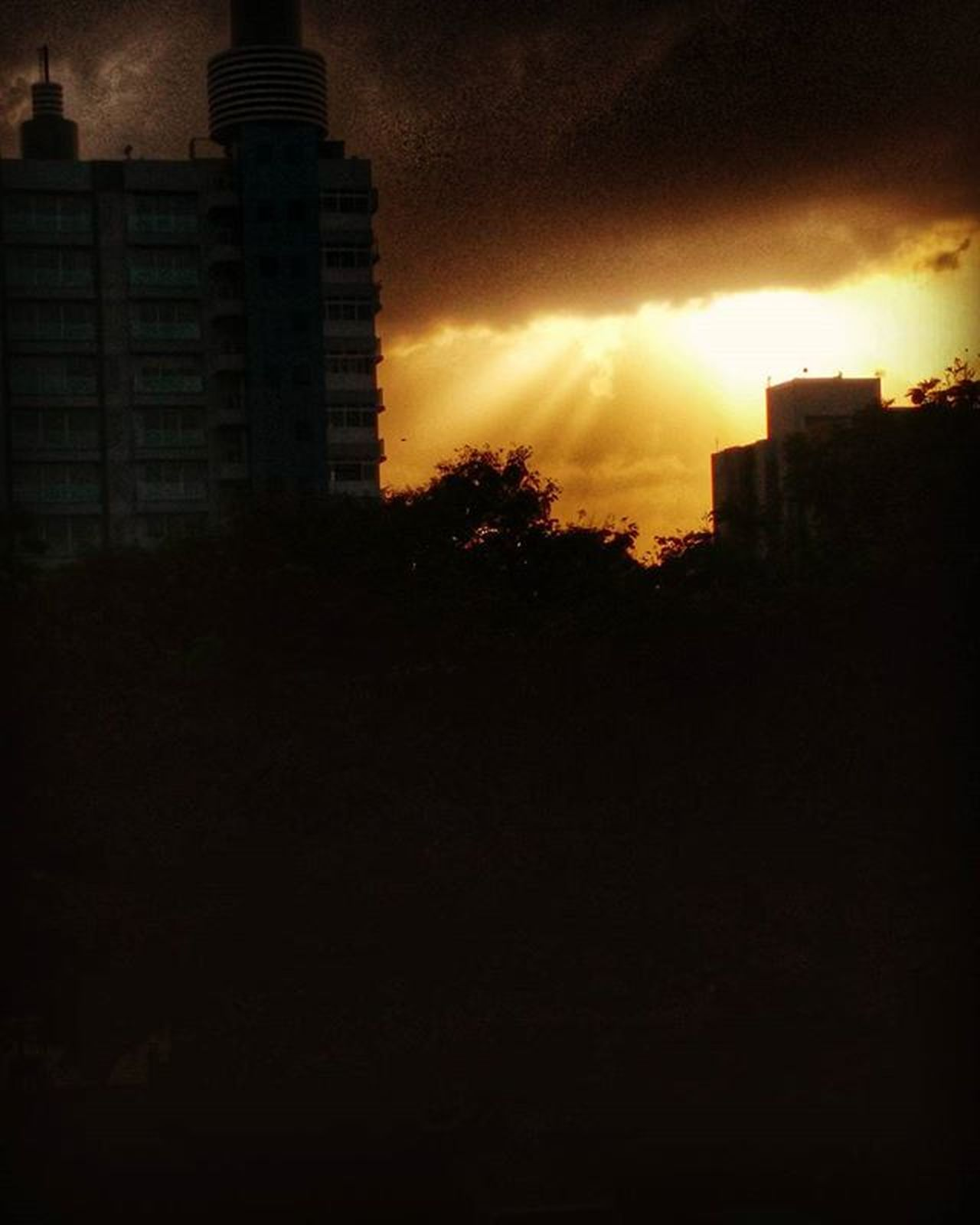 The heavenly beam! Sunset Silhouette Sunrays Clouds Mi4 Instaedit © Jeet Pipalia