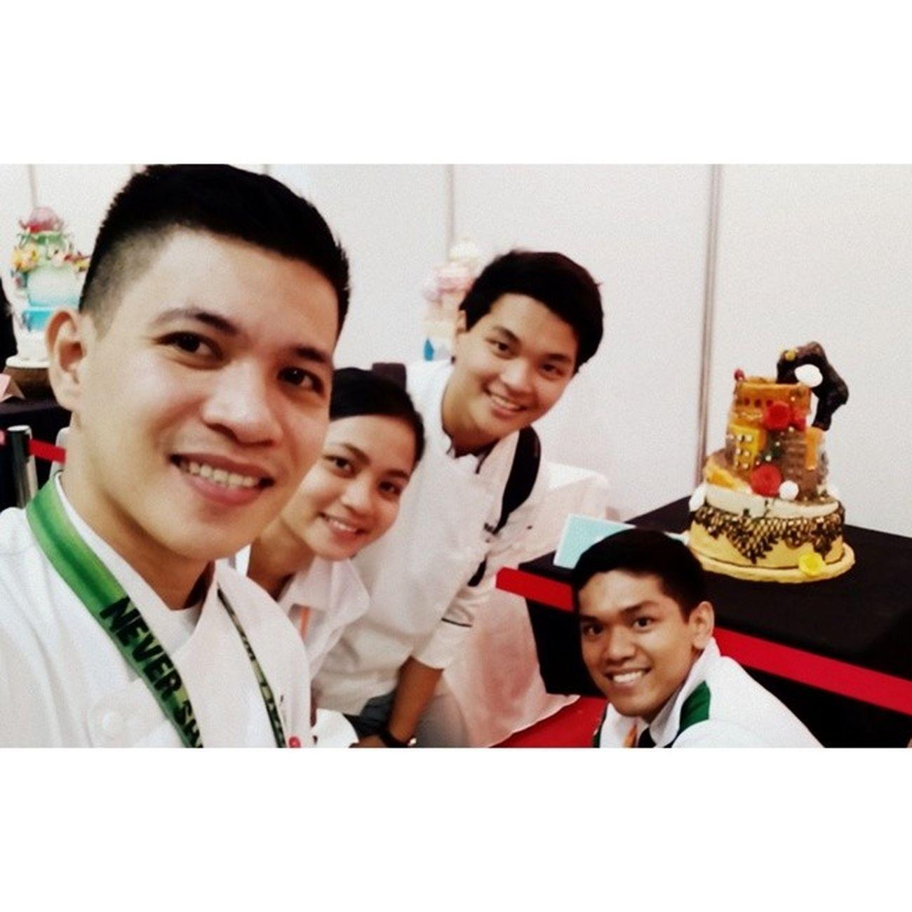 Cakes at the background... YHE MAFBEX Oscarselfie Themanansala wefie