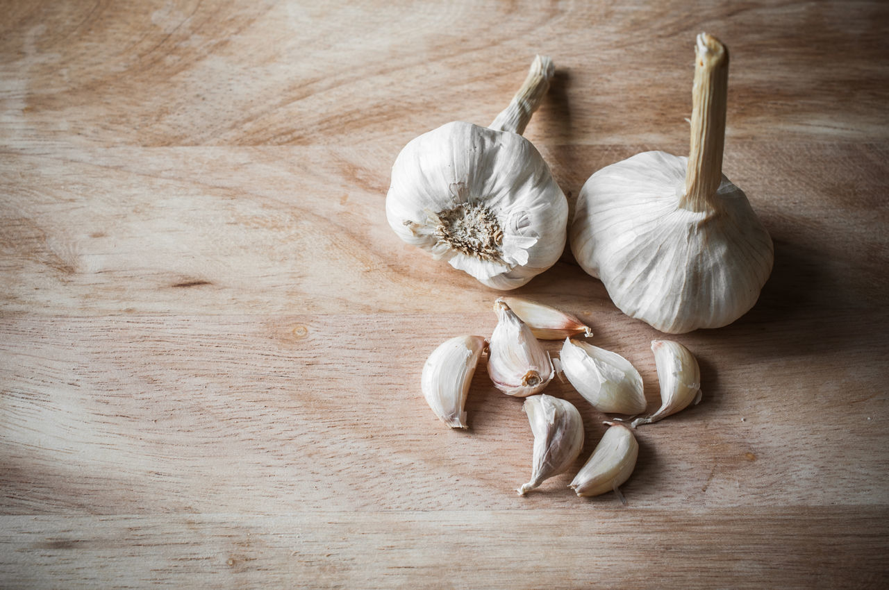 Close-up Food Garlic Garlic Bulb Garlic Clove Healthy Eating High Angle View Indoors  Ingredient No People Studio Shot Vegetable White Wood - Material